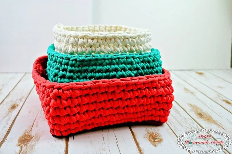Christmas Baskets made with T-Shirt Yarn - Free Crochet ...
