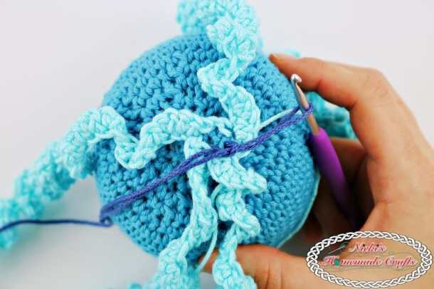 Crocheting the tentacles of the Octopus Amigurumi for Boy and Girl Preemies - Free Crochet Pattern