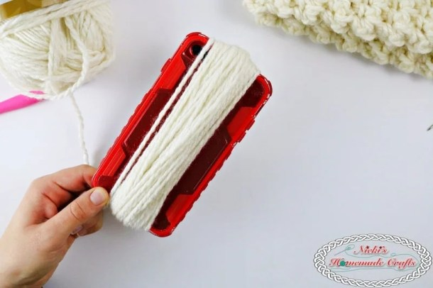 Making a pom pom with your iphone