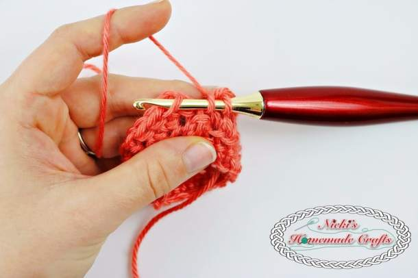 This shows how to crochet the Linked Half Double Crochet in a round