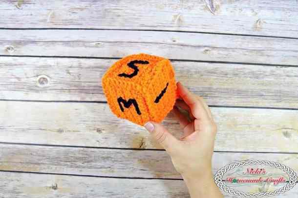 back to School numbered die free crochet pattern