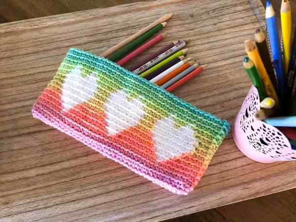 Tapestry heart Pouch - free crochet pattern for Countdown to Valentine's Day