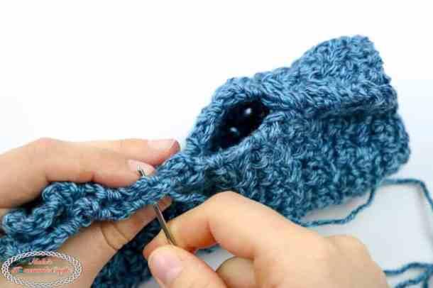 Finishing the Crochet Fingerless Gloves with Lemon Peel