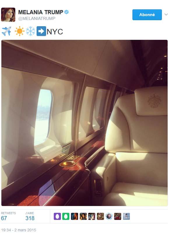 Mélania en avion