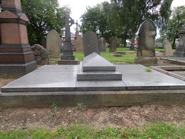 Wood Green Cemetery 17