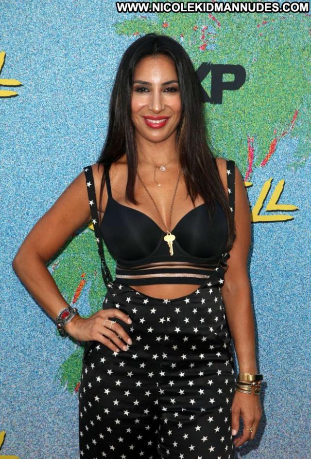 Liana Mendoza New York Beautiful Paparazzi New York Babe Posing Hot