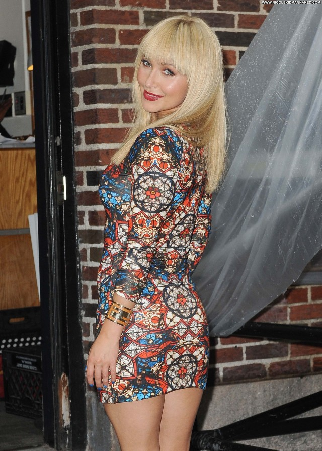 Hayden Panettiere Late Show With David Letterman Posing Hot Beautiful