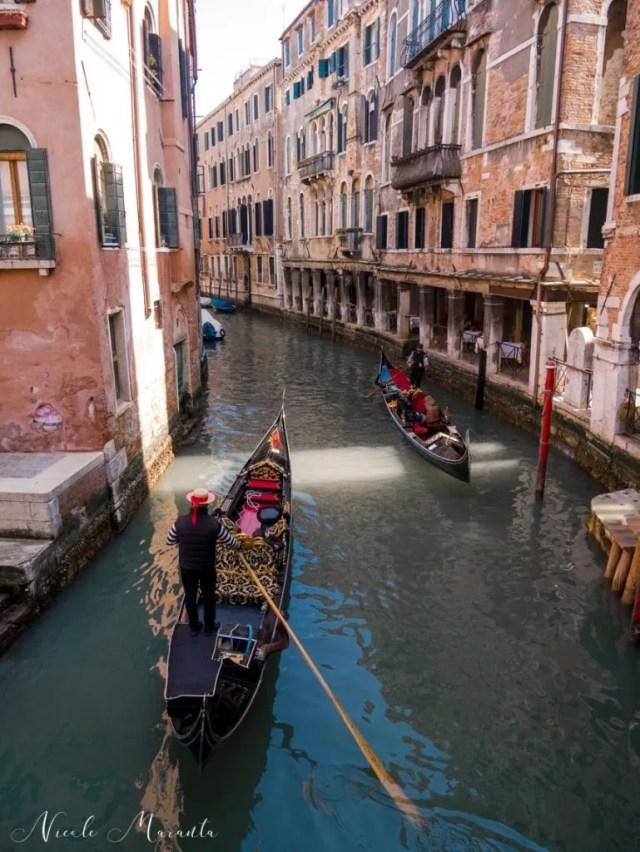 Gondola in un canale - Nicole Maranta