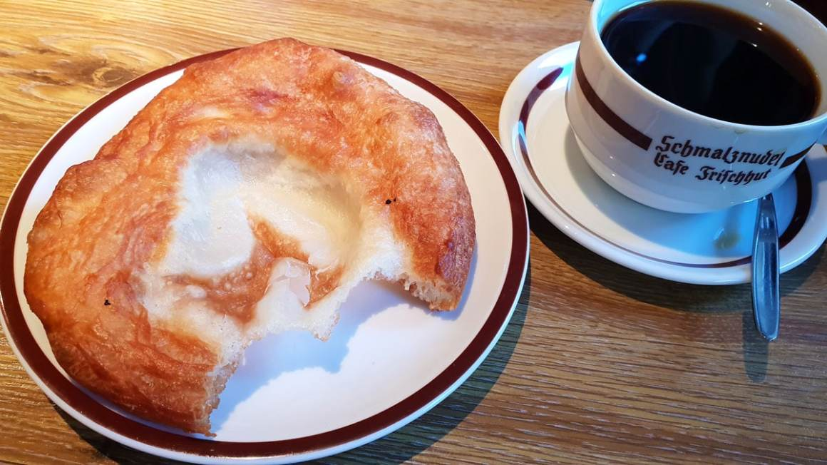 "best-cafes-muenchen-lard-noodle-café-fresh-hat-coffee ""width ="" 1200 ""height ="" 675 ""data-wp-pid ="" 9441 ""srcset ="" https://www.nicolos-reiseblog.de/wp- inhoud / uploads / 2018/12 / best-cafes-munich-Schmalznudel-Cafe-Frischhut-coffee.jpg 1200w, https://www.nicolos-reiseblog.de/wp-content/uploads/2018/12/besten-cafes -muenchen-Schmalznudel-Cafe-Frischhut-coffee-300x169.jpg 300w, https://www.nicolos-reiseblog.de/wp-content/uploads/2018/12/besten-cafes-muenchen-Schmalznudel-Cafe-Frischhut- coffee-1024x576.jpg 1024w, https://www.nicolos-reiseblog.de/wp-content/uploads/2018/12/besten-cafes-muenchen-Schmalznudel-Cafe-Frischhut-kaffee-800x450.jpg 800w, https: //www.nicolos-reiseblog.de/wp-content/uploads/2018/12/besten-cafes-muenchen-Schmalznudel-Cafe-Frischhut-kaffee-300x169@2x.jpg 600w ""sizes ="" (max-width: 1200px ) 100vw, 1200px ""/></p data-recalc-dims="