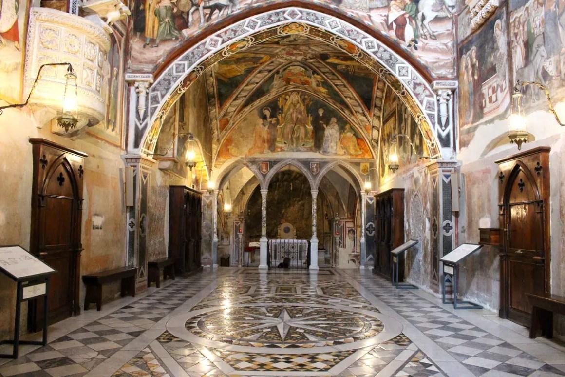"Subiaco-travel-tips-lazio-italy-monastero-di-san-benedetto-wall-painting ""width ="" 1200 ""height ="" 800 ""data-wp-pid ="" 9968 ""srcset ="" https: //www.nicolos- reiseblog.de/wp-content/uploads/2019/02/Subiaco-reisetipps-latium-reisetipps-italien-Monastero-di-San-Benedetto-wandmalerei.jpg 1200w, https://www.nicolos-reiseblog.de/wp -content / uploads / 2019/02 / Subiaco-reizen-tips-lazio-routes-italië-monastero-di-san-benedetto-wall-painting-300x200.jpg 300w, https://www.nicolos-reiseblog.de/wp-content/ uploads / 2019/02 / Subiaco-travel-tips-lazio-italy-monastero-di-san-benedetto-wall-painting-1024x683.jpg 1024w, https://www.nicolos-reiseblog.de/wp-content/uploads/2019 /02/Subiaco-travel-tips-latium-travel-tips-italia-Monastero-Di-San-Benedetto-wandmalerei-800x533.jpg 800w, https://www.nicolos-reiseblog.de/wp-content/uploads/2019/02/ Subiaco triplet latium travel tip Italië-Monastero-Di-San-Benedetto-wandmalerei-300x200@2x.jpg 600w ""sizes ="" (max-width: 1200px) 100vw, 1200px ""/></p data-recalc-dims="