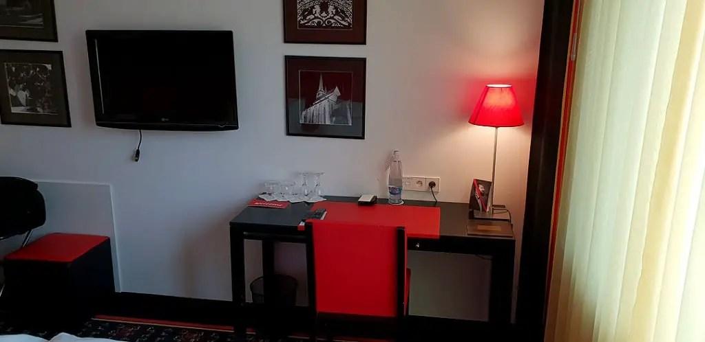 "vienna-house-easy-pilsen-hoteltipp-tsjechisch-title-room ""class ="" wp-image-9868 ""srcset ="" https://www.nicolos-reiseblog.de/wp-content/uploads/2019/02/ vienna-house-easy-pilsen-hoteltipp-czech-title-room-1024x498.jpg 1024w, https://www.nicolos-reiseblog.de/wp-content/uploads/2019/02/vienna-house-easy-pilsen -hotelt-tip-tsjechisch-titel-kamer-300x146.jpg 300w, https://www.nicolos-reiseblog.de/wp-content/uploads/2019/02/vienna-house-easy-pilsen-hoteltipp-tschechien-titel- zimmer-800x389.jpg 800w, https://www.nicolos-reiseblog.de/wp-content/uploads/2019/02/vienna-house-easy-pilsen-hoteltipp-tschechien-titel-zimmer.jpg 1080w, https: //www.nicolos-reiseblog.de/wp-content/uploads/2019/02/vienna-house-easy-pilsen-hoteltipp-tschechien-titel-zimmer-300x146@2x.jpg 600w ""sizes ="" (max-width : 1024px) 100vw, 1024px ""/></figure data-recalc-dims="