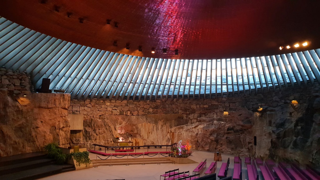 "what-must-have-seen-in-helsinki-Temppeliaukio-church-inside ""class ="" wp-image-9818 ""srcset ="" https://www.nicolos-reiseblog.de/wp-content/uploads/ 2019/02 / wat-moet-gezien-in-helsinki-Temppeliaukio-church-inside-1024x576.jpg 1024w, https://www.nicolos-reiseblog.de/wp-content/uploads/2019/02 /was-muss-man-in-helsinki-gesehen-haben-Tpelpeliaukio-Kirche-innen-300x169.jpg 300w, https://www.nicolos-reiseblog.de/wp-content/uploads/2019/02/was- must-see-in-helsinki-have-Temppeliaukio-church-inside-800x450.jpg 800w, https://www.nicolos-reiseblog.de/wp-content/uploads/2019/02/was-muss-man -in-helsinki-seen-have-Temppeliaukio-church-inside.jpg 1200w, https://www.nicolos-reiseblog.de/wp-content/uploads/2019/02/was-muss-man-in-helsinki- seen-Temppeliaukio-Kirche-innen-300x169@2x.jpg 600w ""sizes ="" (max-width: 1024px) 100vw, 1024px ""/></figure data-recalc-dims="