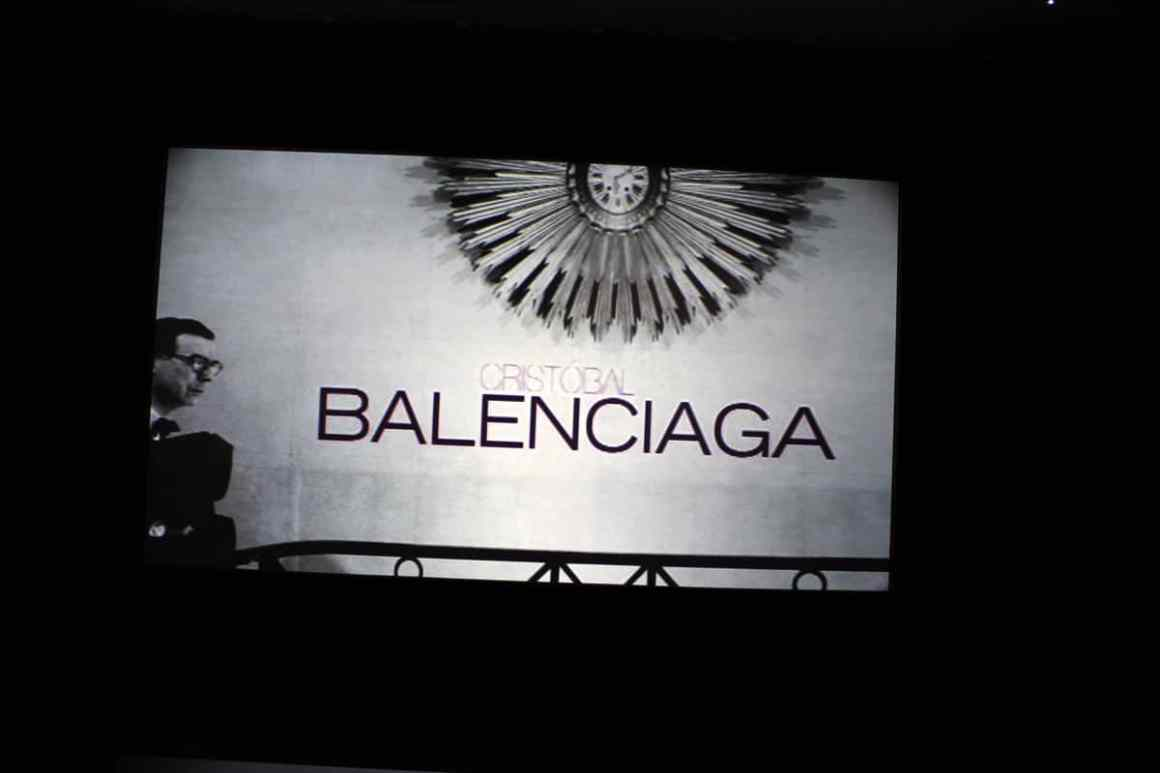 "Cristobal-Balenciaga-Museum-reistips-basque-reizen-tips-spanje-balenciaga-film ""width ="" 1200 ""height ="" 800 ""data-wp-pid ="" 10290 ""srcset ="" https: //www.nicolos-travelingblog. DE / wp-content / uploads / 2019/04 / Cristobal-Balenciaga-Museum-Reizen-Tips-Baskenland-Reizen-Tips-Spanje-balenciaga-film.jpg 1200w, https://www.nicolos-reiseblog.de/wp-content/uploads /2019/04/Cristobal-Balenciaga-Museum-travel-basics-land-tour-sports-spain-balenciaga-film-300x200.jpg 300w, https://www.nicolos-reiseblog.de/wp-content/uploads/2019/04/ Cristobal Balenciaga Museum Reistips Baskenland Reistips Spanje Balenciaga Movie 1024x683.jpg 1024w, https://www.nicolos-reiseblog.de/wp-content/uploads/2019/04/Cristobal-Balenciaga-Museum -reizen-tips-basque-reizen-tips-spanje-balenciaga-film-50x33.jpg 50w, https://www.nicolos-reiseblog.de/wp-content/uploads/2019/04/Cristobal-Balenciaga-Museum-restaurants-basic-land- travel-tips-spanje-balenciaga-film-800x533.jpg 800w ""sizes ="" (max-width: 1200px) 100vw, 1200px ""/></p data-recalc-dims="