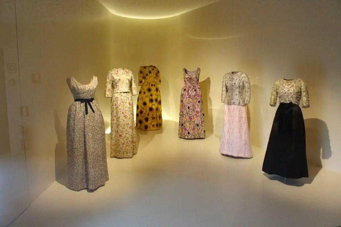 "Cristobal-balenciaga-museum-reistips-basque-reizen-tips-spanje-jurken-bloemenpatroon ""width ="" 1200 ""height ="" 800 ""data-wp-pid ="" 10300 ""srcset ="" https: //www.nicolos-travelblog. DE / wp-content / uploads / 2019/04 / Cristobal-Balenciaga-Museum-Reizen-Tips-Baskenland-Reizen-Tips-spanje-jurken-bloemen-patroon.jpg 1200w, https://www.nicolos-reiseblog.de/wp-content/uploads /2019/04/Cristobal-Balenciaga-Museum-tour-tips-basics-land-tour-sports-sports-gloves-flowers-300x200.jpg 300w, https://www.nicolos-reiseblog.de/wp-content/uploads/2019/04/ Cristobal-Balenciaga-Museum-Reizen-Tips-Baskenland-Reizen-tips-Spanje-jurken-bloemen-patronen-1024x683.jpg 1024w, https://www.nicolos-reiseblog.de/wp-content/uploads/2019/04/Cristobal-Balenciaga-Museum -reizen-tips-basque-reizen-tips-spanje-jurken-bloemen-50x33.jpg 50w, https://www.nicolos-reiseblog.de/wp-content/uploads/2019/04/Cristobal-Balenciaga-Museum-travel-basics- travel-tips-spain-dresses-flower-pattern-800x533.jpg 800w ""sizes ="" (max-width: 1200 px) 100vw, 1200px ""/></p data-recalc-dims="