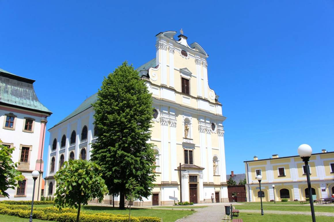 "St Josephs Church Monastery Gruessau Reistips Lower Silesia Reistips Polen ""width ="" 1200 ""height ="" 800 ""data-wp-pid ="" 10219 ""srcset ="" https: //www.nicolos-reiseblog. DE / wp-content / uploads / 2019/04 / St-Josephs-Kirche-monastery-gruessau-travel-tips-niederschlesien-travel-tips-polen.jpg 1200w, https://www.nicolos-reiseblog.de/wp-content/uploads /2019/04/St-Josephs-Kirche-kloster-gruessau-reisetipps-niederschlesien-reisetipps-polen-300x200.jpg 300w, https://www.nicolos-reiseblog.de/wp-content/uploads/2019/04/ St Josephs Church Monastery Gruessau Reistips Lower Silesia Reistips Polen 1024x683.jpg 1024w, https://www.nicolos-reiseblog.de/wp-content/uploads/2019/04/St-Josephs-church -kloster-gruessau-travel-tips-niederschlesien-travel-tips-polen-50x33.jpg 50w, https://www.nicolos-reiseblog.de/wp-content/uploads/2019/04/St-Josephs-Kirche-kloster-gruessau- reistips-low-seaside-travel-tips-poland-800x533.jpg 800w ""sizes ="" (max-width: 1200px) 100vw, 1200px ""/></p data-recalc-dims="