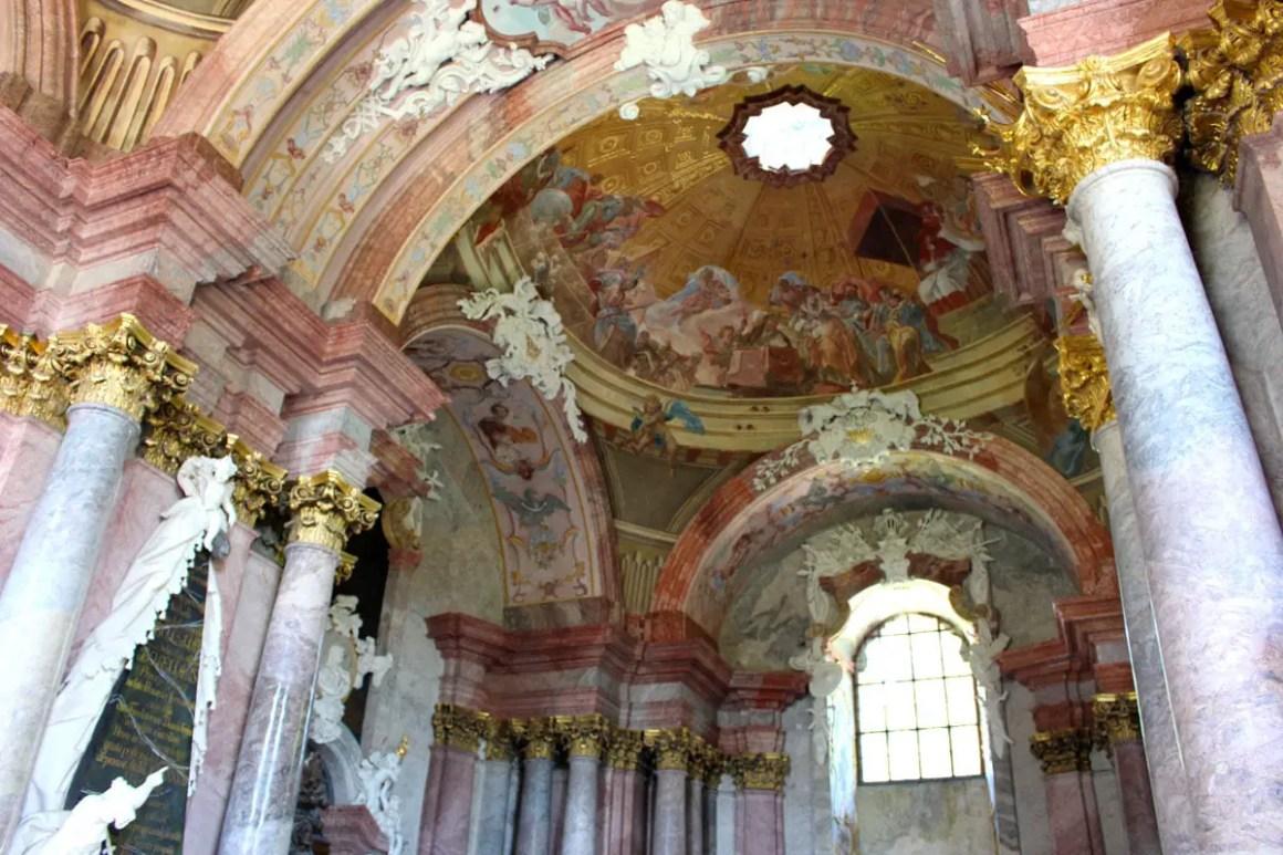 "klooster-gruessau-klooster-kerk-ascentie-reizen-tips-low-siësta-reizen-polen-barok ""width ="" 1200 ""height ="" 800 ""data-wp-pid ="" 10233 ""srcset ="" https: //www.nicolos- reiseblog.de/wp-content/uploads/2019/04/kloster-gruessau-Klosterkirche-Mariae-Himmelfahrt-reisetipps-niederschlesien-reisetipps-polen-barock.jpg 1200w, https://www.nicolos-reiseblog.de/wp -inhoud / uploads / 2019/04 / klooster-gruessau-klooster-kerk-ascensie-reizen-tips-niederschlesien-reistips-polen-barok-300x200.jpg 300w, https://www.nicolos-reiseblog.de/wp-content/ uploads / 2019/04 / klooster-gruessau-klooster-kerk-ascentie-reizen-tips-lage-siësta-reizen-tips-polen-barok-1024x683.jpg 1024w, https://www.nicolos-reiseblog.de/wp-content/uploads/2019 /04/kloster-gruessau-Klosterkirche-Mariae-Himmelfahrt-reisetipps-niederschlesien-reisetipps-polen-barock-50x33.jpg 50w, https://www.nicolos-reiseblog.de/wp-content/uploads/2019/04/ klooster-Grüssau klooster Kerk van reizen Hemelvaart tips Mary's en Neder-Silezië reistrips polen barok 800x533.jpg 800w ""sizes ="" (max-width: 1200px) 100vw, 1200px ""/></p data-recalc-dims="