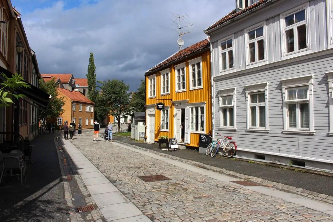 "worth-trondheim-travel-tips-tondelag-travel-tips-noorwegen-travel-blog-5-orte-Bakklandet ""width ="" 1200 ""height ="" 800 ""data-wp-pid ="" 10197 ""srcset ="" https: //www.nicolos- reiseblog.de/wp-content/uploads/2019/04/sehenswuerdigkeiten-trondheim-reisetipps-tondelag-reisetipps-norwegen-reiseblog-5-orte-Bakklandet.jpg 1200w, https://www.nicolos-reiseblog.de/wp -content / uploads / 2019/04 / sightseeing-trondheim-travel-tips-tondelag-travel-tips-norwegen-travel-blog-5-location-Bakklandet-300x200.jpg 300w, https://www.nicolos-reiseblog.de/wp-content/ uploads / 2019/04 / sightseeing-trondheim-travel-tips-tondelag-travel-tips-norwegen-reiseblog-5-orte-Bakklandet-1024x683.jpg 1024w, https://www.nicolos-reiseblog.de/wp-content/uploads/2019 /04/sehenswuerdigkeiten-trondheim-reisetipps-tondelag-reisetipps-norwegen-reiseblog-5-orte-Bakklandet-50x33.jpg 50w, https://www.nicolos-reiseblog.de/wp-content/uploads/2019/04/ monumenten-Trondheim-reisadvies-tondelag-reisadvies-Noorwegen-travel blog-5-plaatsen Bakk landset-800x533.jpg 800w ""sizes ="" (max-width: 1200px) 100vw, 1200px ""/></p data-recalc-dims="