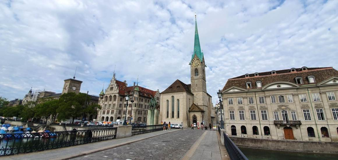 "fraumuenster-was-muss-man-in-zuerich-seen-have-nicolos-travel-blog ""width ="" 1200 ""height ="" 569 ""data-wp-pid ="" 10604 ""srcset ="" https: //www.nicolos- reiseblog.de/wp-content/uploads/2019/07/fraumuenster-was-muss-man-in-zuerich-gesehen-haben-nicolos-reiseblog.jpg 1200w, https://www.nicolos-reiseblog.de/wp -content / uploads / 2019/07 / fraumuenster-wat-moet-doen-je-moet-hebben-hebben-hebben-nicolos-reizen-blog-300x142.jpg 300w, https://www.nicolos-reiseblog.de/wp-content/ uploads / 2019/07 / fraumuenster-what-has-to-have-to-see-have-nicolos-reiseblog-1024x486.jpg 1024w, https://www.nicolos-reiseblog.de/wp-content/uploads/2019 /07/fraumuenster-was-muss-man-in-zuerich-gesehen-haben-nicolos-reiseblog-50x24.jpg 50w, https://www.nicolos-reiseblog.de/wp-content/uploads/2019/07/ naumos-reiseblog-800x379.jpg 800w ""sizes ="" (max-width: 1200px) 100vw, 1200px ""/></p data-recalc-dims="