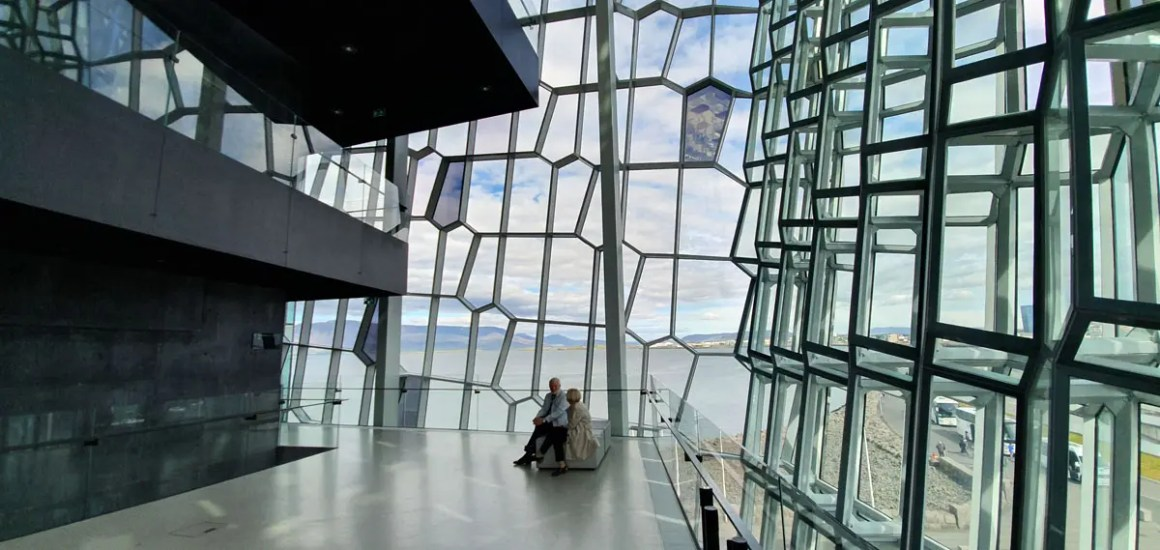 "harpa-inside-what-must-man-in-reykjavik-seen-have-nicolos-travel-blog ""width ="" 1200 ""height ="" 569 ""data-wp-pid ="" 10518 ""srcset ="" https: // www. nicolos-reiseblog.de/wp-content/uploads/2019/07/harpa-innen-was-muss-man-in-reykjavik-gesehen-haben-nicolos-reiseblog.jpg 1200w, https: //www.nicolos-reiseblog .com / wp-content / uploads / 2019/07 / harpa-inside-what-must-man-in-reykjavik-seen-have-nicolos-travel-blog-300x142.jpg 300w, https: //www.nicolos-reiseblog. DE / wp-content / uploads / 2019/07 / harpa-inside-what-must-man-in-reykjavik-seen-have-nicolos-reiseblog-1024x486.jpg 1024w, https://www.nicolos-reiseblog.de /wp-content/uploads/2019/07/harpa-innen-was-muss-man-in-reykjavik-gesehen-haben-nicolos-reiseblog-50x24.jpg 50w, https://www.nicolos-reiseblog.de/ wp-content / uploads / 2019/07 / harpa-inside-what-must-man-in-reykjavik-seen-have-nicolos-reiseblog-800x379.jpg 800w ""sizes ="" (max-width: 1200px) 100vw, 1200px ""/></p data-recalc-dims="