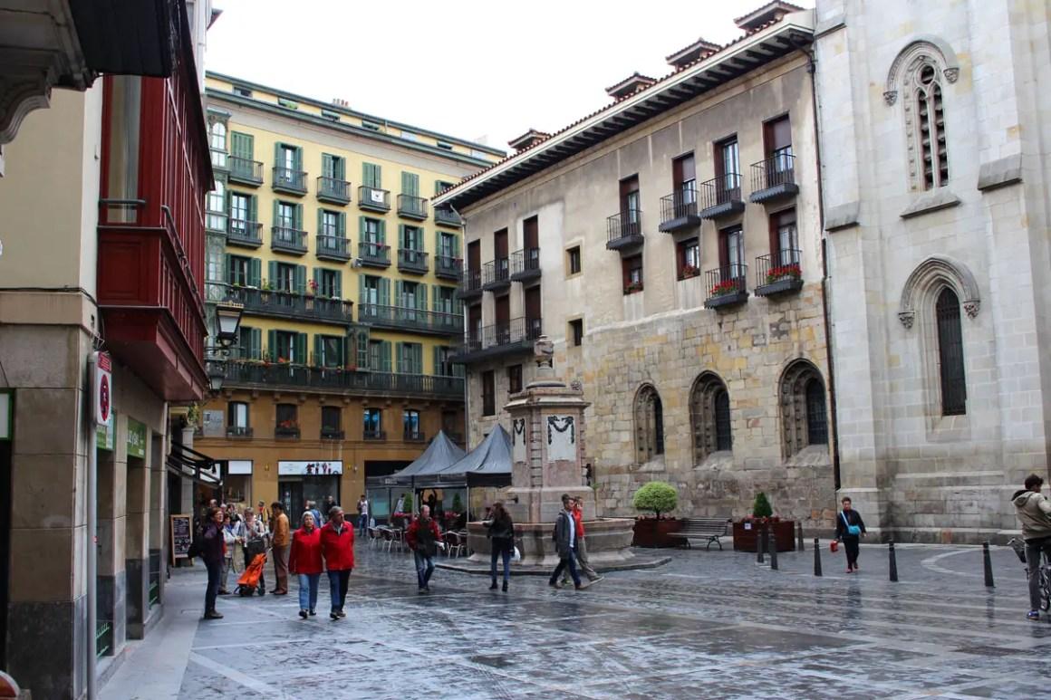 "Wat-je-moet-zien-Bilbao-oude-stad-Casco-Viejo-platz ""width ="" 1200 ""height ="" 800 ""data-wp-pid ="" 11108 ""srcset ="" https: //www.nicolos-travelinglog. DE / wp-content / uploads / 2019/08 / Wat-moet-zien-Bilbao-oude-stad-Casco-Viejo-platz.jpg 1200w, https://www.nicolos-reiseblog.de/wp-content/uploads /2019/08/Was-muss-man-sehen-Bilbao-altstadt-Casco-Viejo-platz-300x200.jpg 300w, https://www.nicolos-reiseblog.de/wp-content/uploads/2019/08/ Wat-moet-zien-Bilbao-oude-stad-Casco-Viejo-platz-1024x683.jpg 1024w, https://www.nicolos-reiseblog.de/wp-content/uploads/2019/08/Was-muss-man -see-Bilbao-oude-stad-Casco-Viejo-platz-50x33.jpg 50w, https://www.nicolos-reiseblog.de/wp-content/uploads/2019/08/Was-muss-man-sehen-Bilbao- alto-casco-viejo-platz-800x533.jpg 800w ""sizes ="" (max-breedte: 1200px) 100vw, 1200px ""/></p data-recalc-dims="