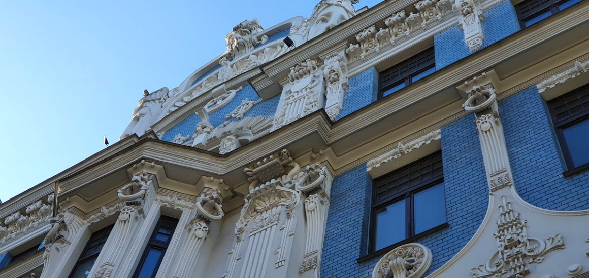 "what-seeing-in-riga-Art Nouveau-Architecture-Klusais-centrs-facade-blue ""width ="" 1200 ""height ="" 568 ""data-wp-pid ="" 11403 ""srcset ="" https: //www.nicolos-travelingblog. nl / wp-content / uploads / 2019/10 / what-to-see-in-riga-Jugendstil architecture-Klusais-centrs-fassade-blau.jpg 1200w, https://www.nicolos-reiseblog.de/wp-content/uploads /2019/10/was-sehen-in-riga-Jugendstilarchitektur-Klusais-centrs-fassade-blau-300x142.jpg 300w, https://www.nicolos-reiseblog.de/wp-content/uploads/2019/10/ what-see-in-riga-Jugendstil-architectuur-Klusais-centrs-facade-blauw-1024x485.jpg 1024w, https://www.nicolos-reiseblog.de/wp-content/uploads/2019/10/was-sehen-in -riga-Jugendstil-architectuur-Klusais-centrs-gevel-blauw-50x24.jpg 50w, https://www.nicolos-reiseblog.de/wp-content/uploads/2019/10/what-see-in-riga-Jugendstilar-architektur- Klusais-centrs-façade-blue-800x379.jpg 800w ""data-lazy-sizes ="" (max-breedte: 1200px) 100vw, 1200px ""src ="" https://www.nicolos-reiseblog.de/wp-content/ uploads / 2019/10 / what-see-in-riga-Jugendstilarchitektu r-Klusais-centrs-facade-blau.jpg ""/></p> <p><noscript><img class="