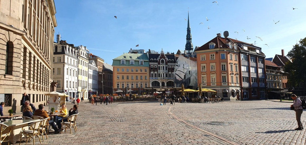 """what-to-see-in-riga-domplatz """"width ="""" 1200 """"height ="""" 568 """"data-wp-pid ="""" 11431 """"srcset ="""" https://www.nicolos-reiseblog.de/wp-content/uploads/ 2019/10 / what-see-in-riga-domplatz.jpg 1200w, https://www.nicolos-reiseblog.de/wp-content/uploads/2019/10/was-sehen-in-riga-domplatz-300x142 .jpg 300w, https://www.nicolos-reiseblog.de/wp-content/uploads/2019/10/was-sehen-in-riga-domplatz-1024x485.jpg 1024w, https: //www.nicolos-reiseblog .com / wp-content / uploads / 2019/10 / wat-te-zien-in-riga-domplatz-50x24.jpg 50w, https://www.nicolos-reiseblog.de/wp-content/uploads/2019/10/ what-see-in-riga-domplatz-800x379.jpg 800w """"data-lazy-sizes ="""" (max-width: 1200px) 100vw, 1200px """"src ="""" https://www.nicolos-reiseblog.de/wp- content / uploads / 2019/10 / what-see-in-riga-domplatz.jpg """"/></p> <p><noscript><img class="""