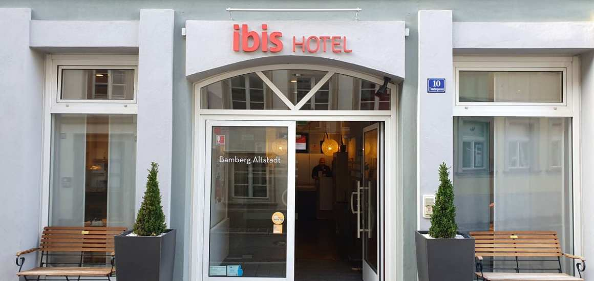 "Hotel-Bamberg-ibis-Altstadt-outside ""width ="" 1200 ""height ="" 568 ""data-wp-pid ="" 11498 ""srcset ="" https://www.nicolos-reiseblog.de/wp-content/uploads/ 2019/11 / Hotel-Bamberg-ibis-Altstadt-exsen.jpg 1200w, https://www.nicolos-reiseblog.de/wp-content/uploads/2019/11/Hotel-Bamberg-ibis-Altstadt-aussen-300x142 .jpg 300w, https://www.nicolos-reiseblog.de/wp-content/uploads/2019/11/Hotel-Bamberg-ibis-Altstadt-aussen-1024x485.jpg 1024w, https: //www.nicolos-reiseblog .com / wp-content / uploads / 2019/11 / Hotel-Bamberg-ibis-Altstadt-outside-50x24.jpg 50w, https://www.nicolos-reiseblog.de/wp-content/uploads/2019/11/ Hotel-Bamberg-ibis-Altstadt-outside-800x379.jpg 800w ""sizes ="" (max. Breedte: 1200px) 100vw, 1200px ""/></p data-recalc-dims="