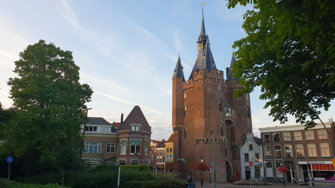 "Holland-round-travel-hansestaedte-zwolle-sassenport ""width ="" 1200 ""height ="" 675 ""srcset ="" https://www.nicolos-reiseblog.de/wp-content/uploads/2019/12/Holland-rundreise-hansestaedte -zwolle-sassenport.jpg 1200w, https://www.nicolos-reiseblog.de/wp-content/uploads/2019/12/Holland-rundreise-hansestaedte-zwolle-sassenport-300x169.jpg 300w, https: // www .nicolos-reiseblog.de / wp-content / uploads / 2019/12 / Holland-rundreise-hansestaedte-zwolle-sassenport-1024x576.jpg 1024w ""sizes ="" (max-breedte: 1200px) 100vw, 1200px ""/></noscript data-recalc-dims="