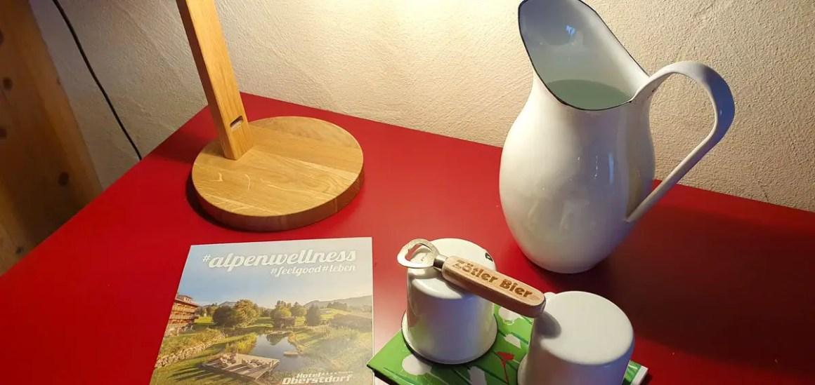 "Hotel-Oberstorf-zimmer-details ""width ="" 1200 ""height ="" 568 ""srcset ="" https://www.nicolos-reiseblog.de/wp-content/uploads/2020/01/Hotel-Oberstorf-zimmer-details .jpg 1200w, https://www.nicolos-reiseblog.de/wp-content/uploads/2020/01/Hotel-Oberstorf-zimmer-details-300x142.jpg 300w, https://www.nicolos-reiseblog.de /wp-content/uploads/2020/01/Hotel-Oberstorf-zimmer-details-1024x485.jpg 1024w ""data-lazy-sizes ="" (max-width: 1200px) 100vw, 1200px ""src ="" https: // www .nicolos-reiseblog.de / wp-content / uploads / 2020/01 / hotel-Oberstorf-bedroom details.jpg ""/><noscript><img class="
