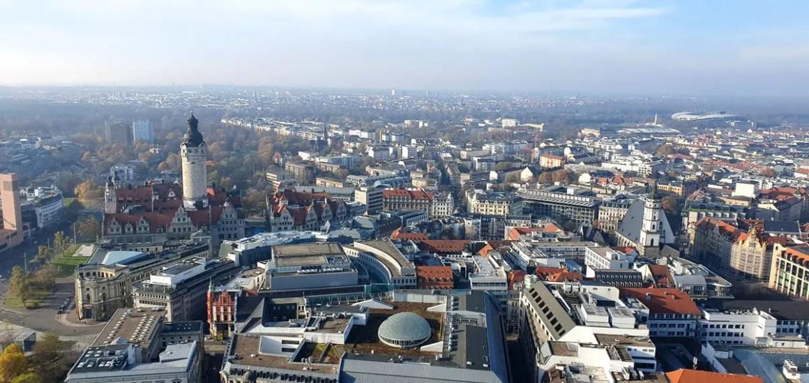 """city-hochhaus-leipzig-ausblick-altstadt """"width ="""" 1200 """"height ="""" 568 """"srcset ="""" https://www.nicolos-reiseblog.de/wp-content/uploads/2020/05/city-hochhaus-leipzig -ausblick-altstadt.jpg 1200w, https://www.nicolos-reiseblog.de/wp-content/uploads/2020/05/city-hochhaus-leipzig-ausblick-altstadt-300x142.jpg 300w, https: // www .nicolos-reiseblog.de / wp-content / uploads / 2020/05 / city-hochhaus-leipzig-ausblick-altstadt-1024x485.jpg 1024w """"data-lui-size ="""" (max-width: 1200px) 100vw, 1200px """" src = """"https://www.nicolos-reiseblog.de/wp-content/uploads/2020/05/city-hochhaus-leipzig-ausblick-altstadt.jpg"""" /></p> <p><noscript><img class="""