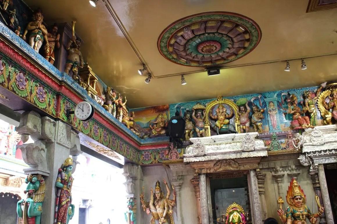 "één-dag-in-singapore-tempel-klein-india ""width ="" 1200 ""height ="" 800 ""srcset ="" https://www.nicolos-reiseblog.de/wp-content/uploads/2020/05/ein -tag-in-singapur-temple-little-india.jpg 1200w, https://www.nicolos-reiseblog.de/wp-content/uploads/2020/05/ein-tag-in-singapur-temple-little- india-300x200.jpg 300w, https://www.nicolos-reiseblog.de/wp-content/uploads/2020/05/ein-tag-in-singapur-temple-little-india-1024x683.jpg 1024w ""data- lui-maten = ""(max. breedte: 1200px) 100vw, 1200px"" src = ""https://www.nicolos-reiseblog.de/wp-content/uploads/2020/05/ein-tag-in-singapur-temple -little-india.jpg ""/></p> <p><noscript><img class="