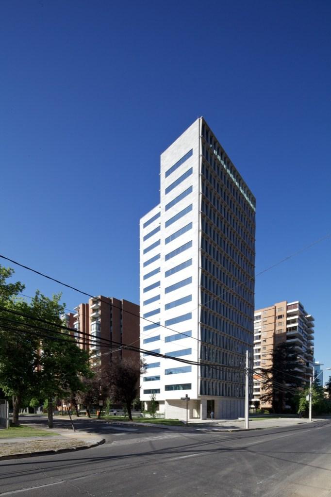 Los Militares Building by MOBIL Arquitectos