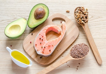 Photo of salmon avocado grains and olive oil - La diabetes Tipos y prevención de enfermedad