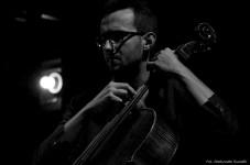 Na scenie Atom String Quartet.