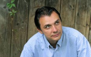 Na zdj. Mikołaj Górecki (fot. Mariusz Makowski, źródło: mikolajgorecki.pl).