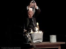 """16.08.2015, Suwalki, Sala Duza Suwalskiego Osrodka Kultury, """"Scenariusz dla nieistniejacego, lecz mozliwego aktora instrumentalnego"""" – Jan Peszek. © 2015 Wojciech OTLOWSKI"""