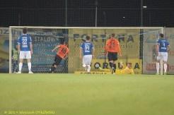 03 XI 2019 ; Suwałki - Stadion Miejski; I liga, Wigry S. - Chrobry Glogów 1:1; Michał Ilków-Gołąb strzela karnego © 2019 Wojciech Otłowski