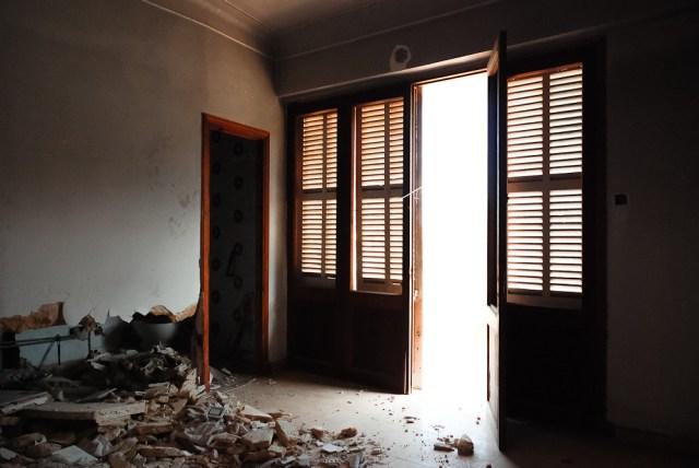 Viešbučio galinėje pusėje kambariai ir dieną ne itin šviesūs