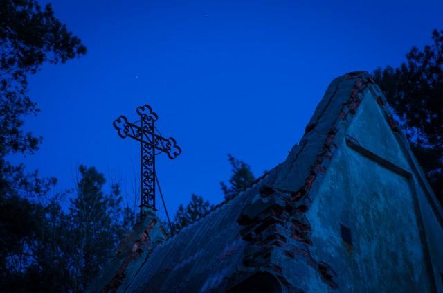 Kryžius ant koplyčios viršaus