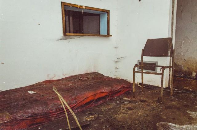 Jugoslavijos karo palikimas. Improvizuoto miegamojo likučiai.