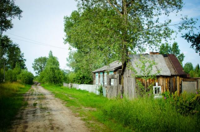Nykstančio kaimo gatvė