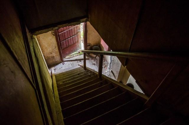 Laiptais kylame į antrą aukštą