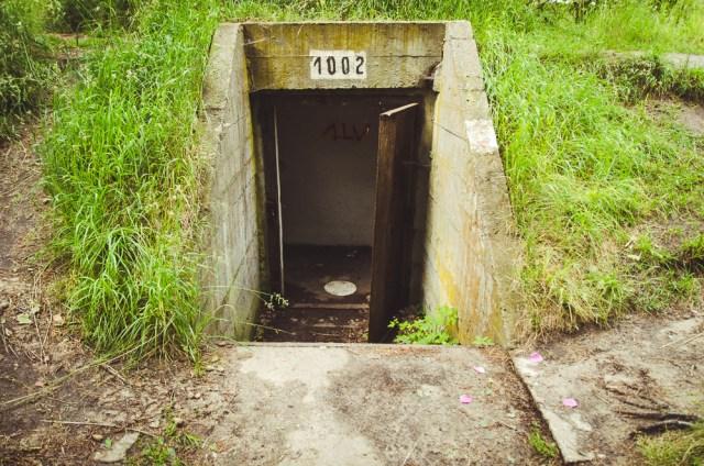 Pozicijos susisiekia požeminiais tuneliais, t.y. poternomis
