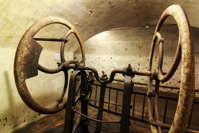 Originalus vandens siurblys centrinės poternos nišoje