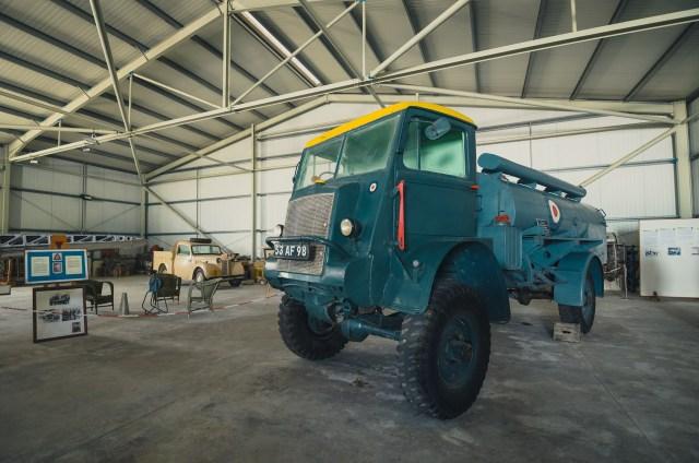 Šią Bedford QL-D autocisterną naudojo vietos RAF pajėgos. Pilnai veikiantis