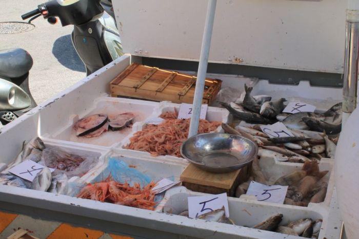 Targ w Trapani, Rynek w Trapani, Ryneczek w Trapani, Targ, zakupy w Trapani, co kupic w Trapani, gdzie na zakupy w Trapani, zakupy w Trapani, gdzie kupowac w Trapani, Trapani, Sycylia, mercatino a Trapani, sycylijskie sery, targ rybny, targ rybny w Trapani, targ rybny Sycylia