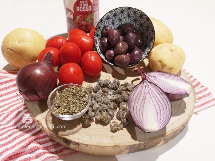 sałatka z wyspy pantelleria, sałatka z pantelerii, sałatka ziemniaczana z pantelerii, sałatka ziemniaczana z wyspy pantelleria, sałatka sycylijska, sycylijska sałatka z ziemniaków, ziemniaczana sałatka z sycylii, ziemniaczana sałatka sycylijska, sycylijska sałatka z ziemniakami, sałatka pantesca, insalata pantesca, sałatka z ziemniaków i oliwek, sałatka ziemniaki oliwki kapary cebula pomidory, sałatka z sycylii, włoska sałatka ziemniaczana, włoska sałatka z ziemniaków, przepis na sałatkę ziemniaczaną, przepis na sałatkę z ziemniaków, przepis na włoską sałatkę z ziemniaków, przepisz na sałatkę z pantelerii, przpeis na sałatkę z wyspy pantelleria, przepis na sałatkę ziemniaczaną z włoch, przepis na sałatkę ziemniaczaną z sycylii, przepis na szybką sałatkę, szybka sałatka ziemniaczana, sałatka śródziemnomorska, sałatka śródziemnomorska z ziemniakami