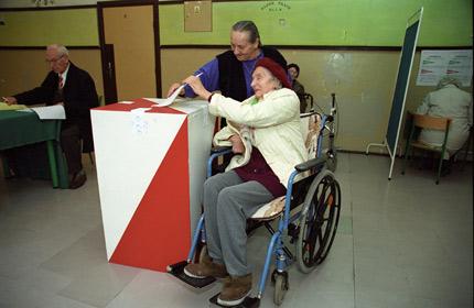 Znalezione obrazy dla zapytania niepełnosprawny głosuje