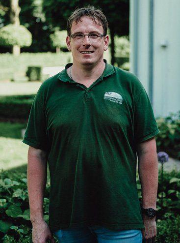 Reinhard, gute Seele, zuständig für Reinigungs- und Pflegearbeiten am Nierswalder Kuhhof