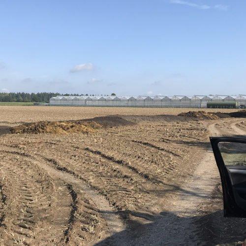 Wir fahren die Sinkschichten auf das Feld. Fermentersanierung August 2019, Nierswalder Biogasanlage.